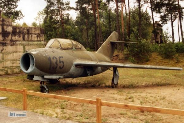 Mig15uti 135 1997 06c
