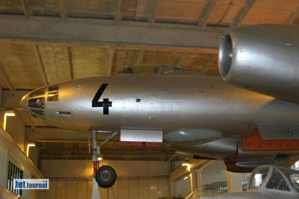 ...NH-4: Einzige überlebende IL-28R der Ilmavoimat. Die anderen drei wurden verschrottet. Eingesetzt wurden sie Ende der 60er/Anfang der 70er Jahre zur Kartografie und für die Zieldarstellung. Als Triebwerke kamen bei der IL-28 das Klimow VK-1A zum Einsatz...